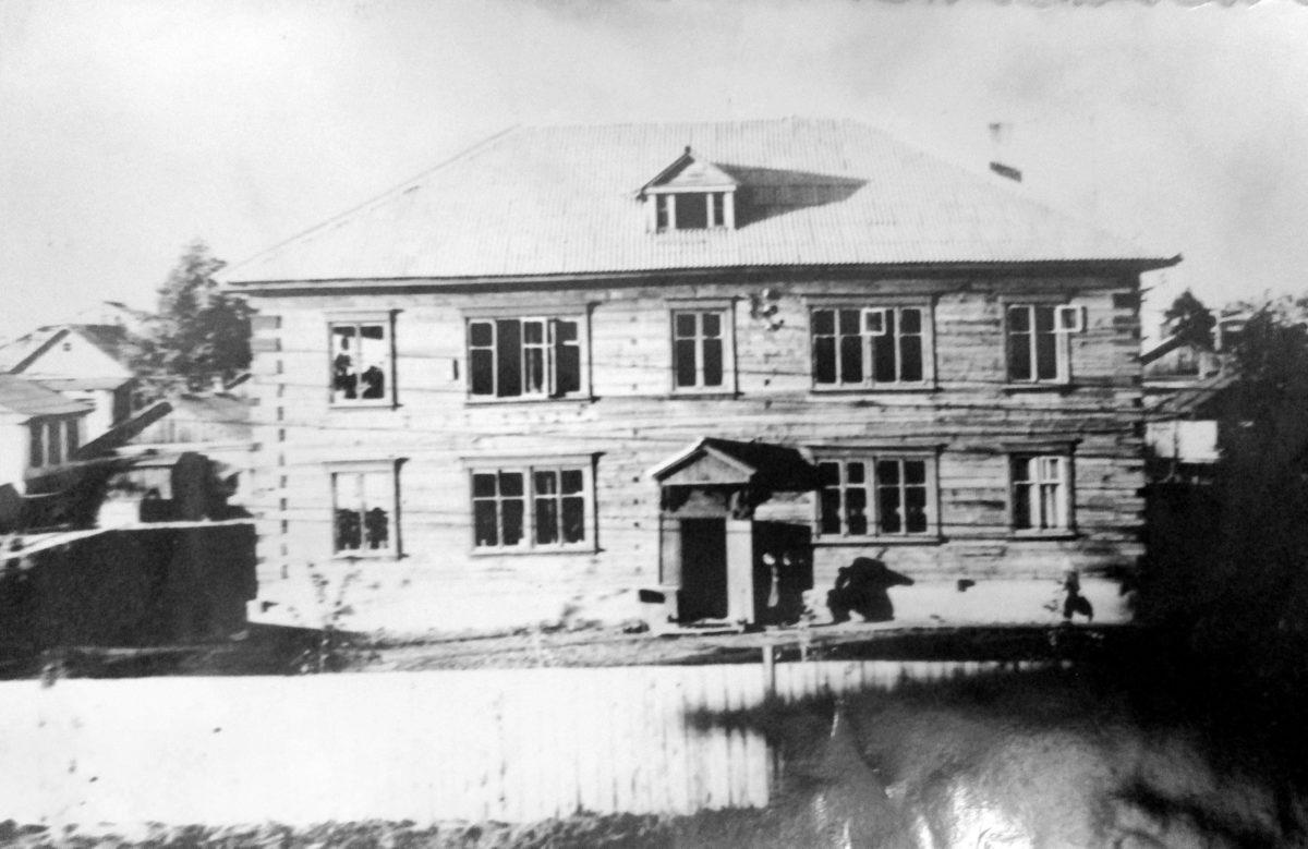 Первое здание школы посёлка Рыбак города Хабаровска